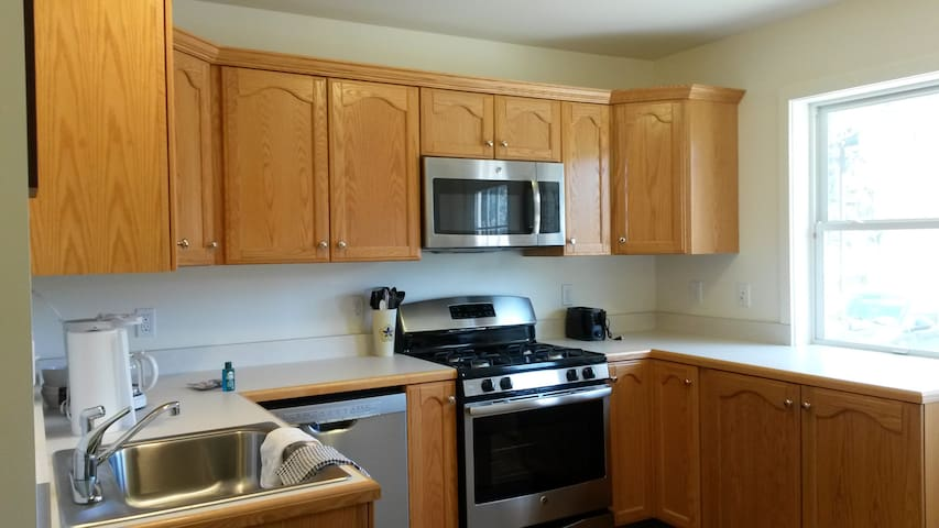 Country Convenient 2, 2bd townhouse