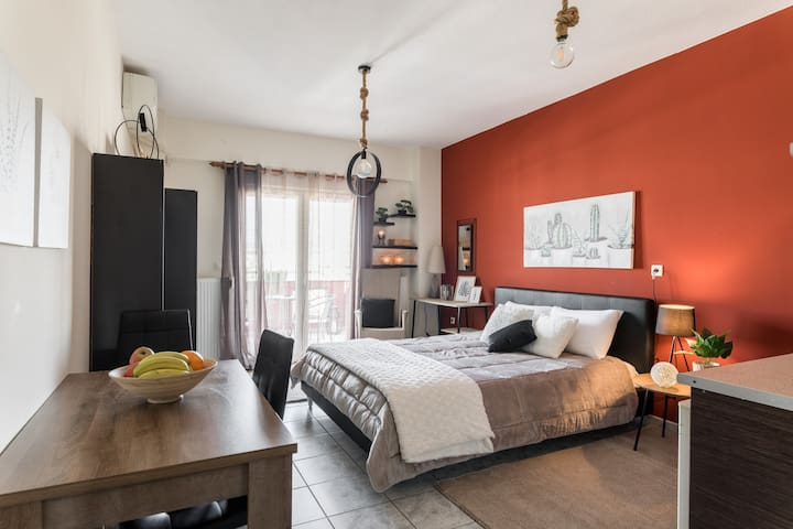 ECLECTIC  VIEW apartment(free parking)