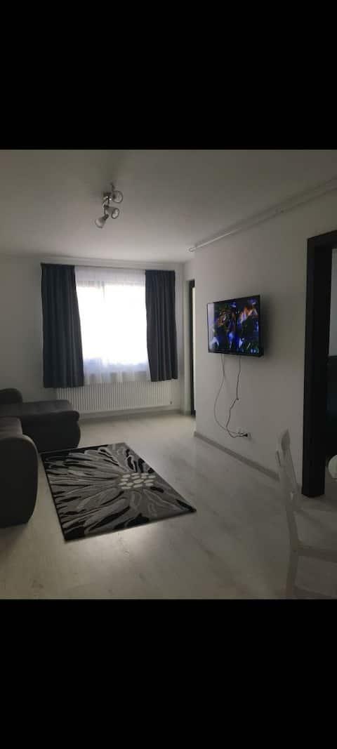 Apartament curat în zonă liniștită