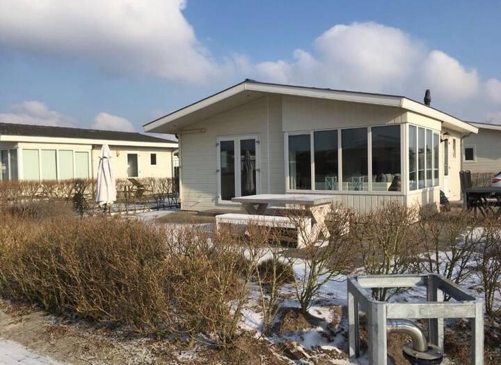 Luxe Beachhouse 55 m2 met eigen parkeerplaats