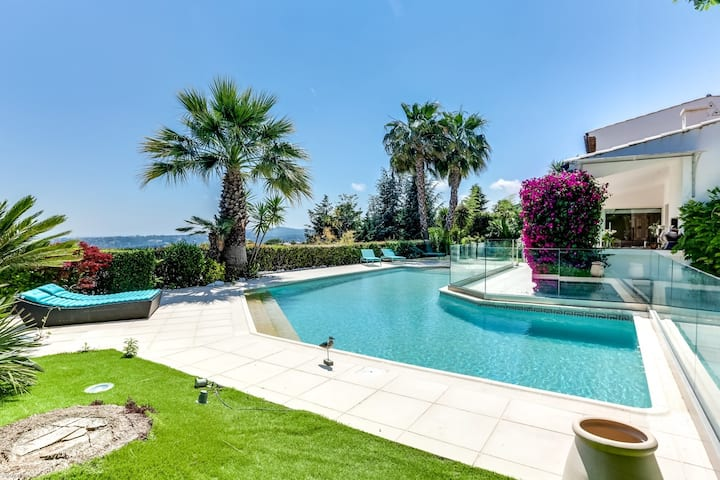 Wonderful Villa with magnificent view on Nice bay