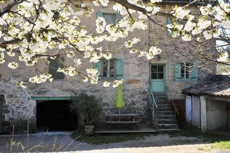 Gîte vacances Ardèche méridionale - Vesseaux - 一軒家