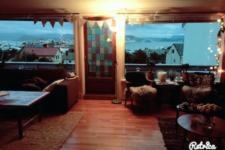 Big space and lovely view. - Alesund - Hus