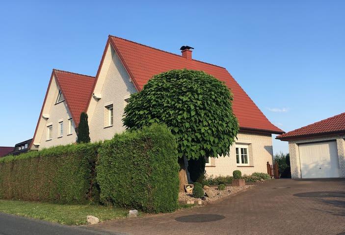 großzügige Doppelhaushälfte im Grünen |Stukenbrock