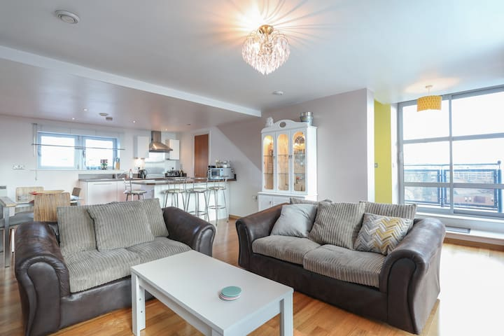 2 Bed Duplex close to Millennium Sq
