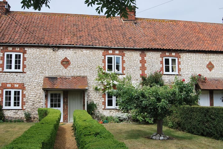 Froggy Cottage - Thornham - House