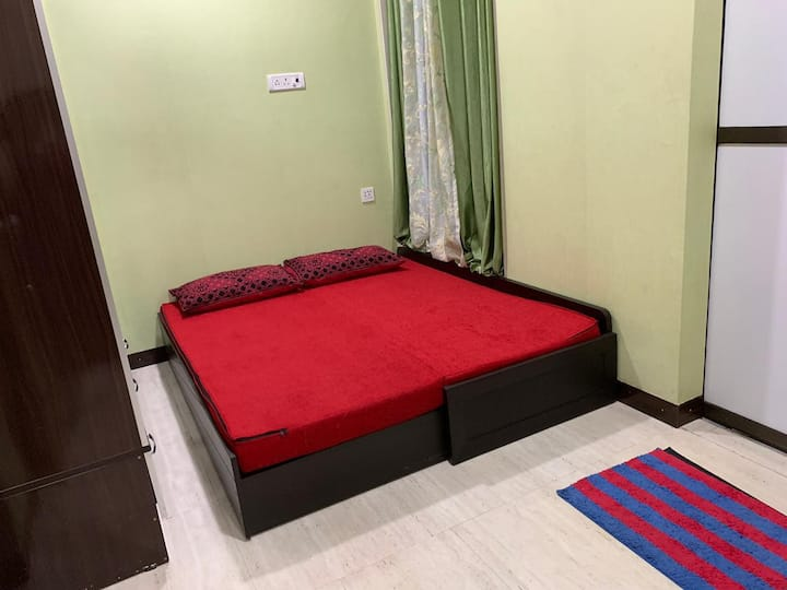 Upscale Affordable Bedroom in Heart of Mumbai