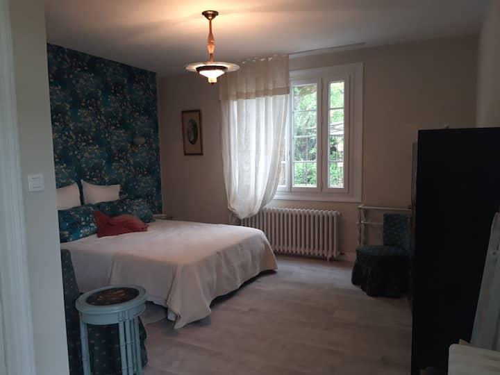 Jolie chambre privée dans maison à 6 km St Emilion