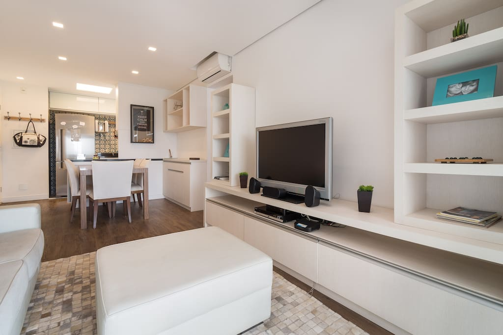 TV room fully equipped integrated to dinning room and opened kitchen.