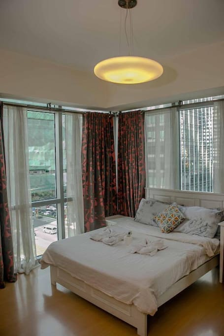 Corner studio suite with the view of Forbes and Burgos Circle area. Indeed an Amazing View!