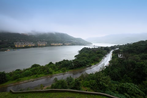We got the BEST view of Lavasa!!! Spacious 2 BHK