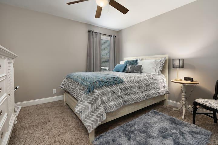 Clarksville- Hotel Quality- Mins to Nashville