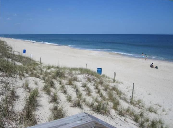 Cozy 3 bed, 2 bath duplex in the heart of Carolina Beach!