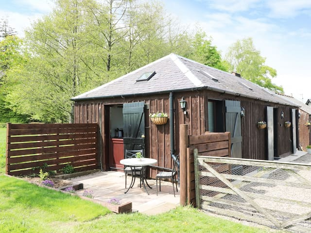 THE STABLE, pet friendly in Hightae Near Lochmaben, Ref 974014