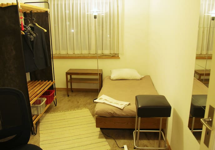Small room in Zurich - ซูริก