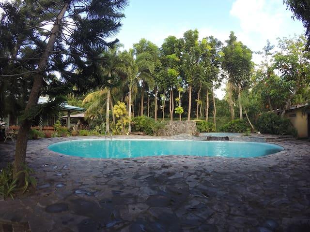 San Juan, Batangas for 10 guests - San Juan - Villa
