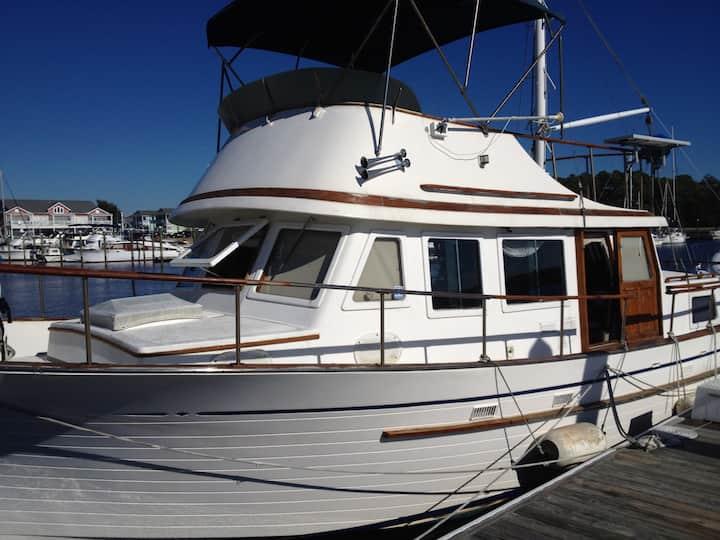 36ft Trawler teak interior