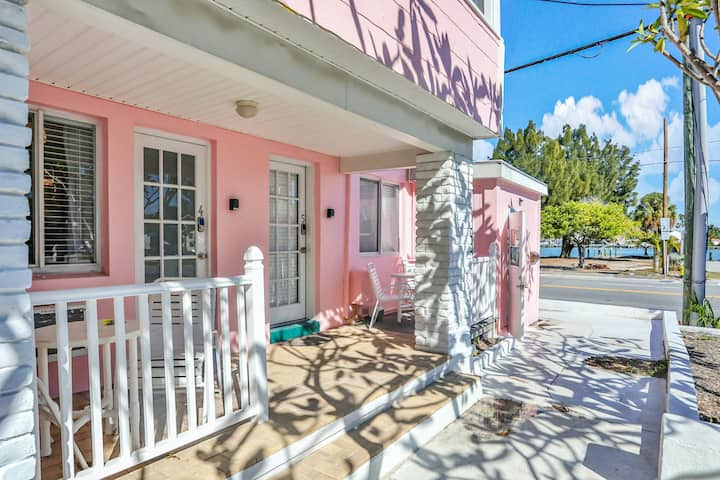 Charming Gulf Front Studio w/ a Kitchenette, Free WiFi, & Private Beach Access