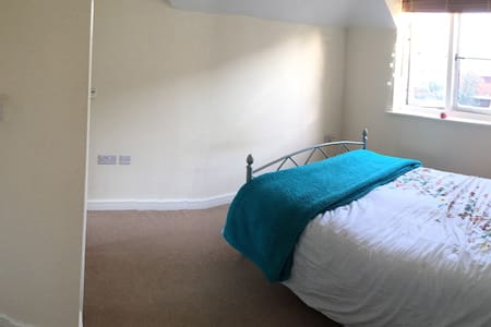 Large Double Room with Ensuite - Godalming - Lägenhet