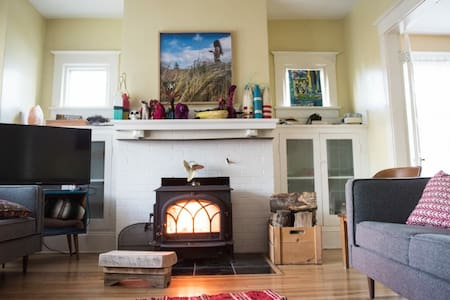 Beautiful Blue with Cozy Fireplace. - Dartmouth