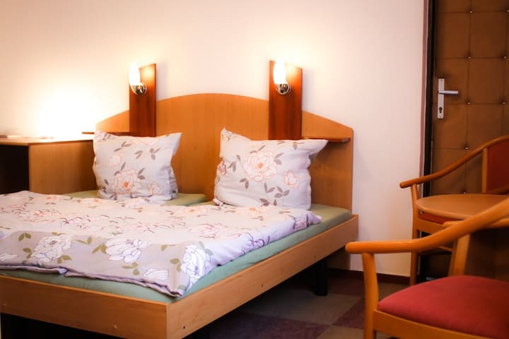 Red Room BoB 16 - Praga - Bed & Breakfast