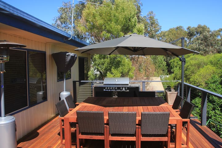 Outdoor living close to the beach - Queenscliff - Huis