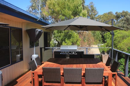 Outdoor living close to the beach - Queenscliff
