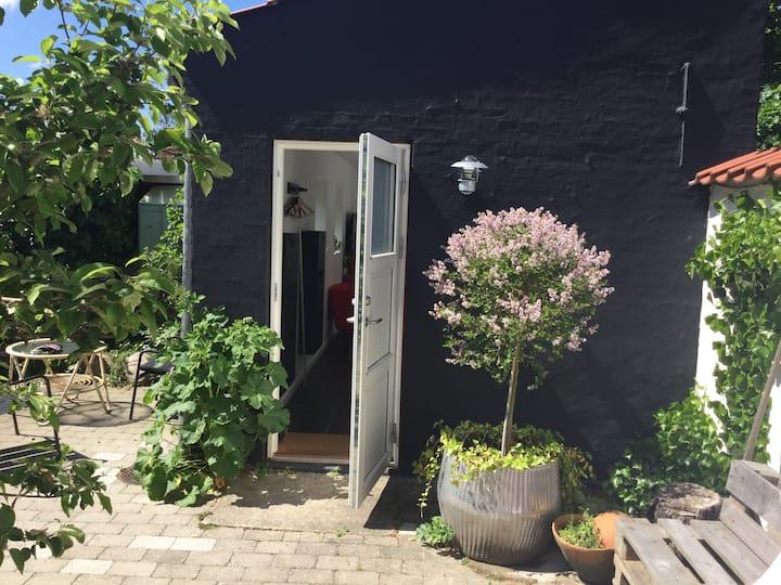 Dejlig nyt anneks i stille baggård