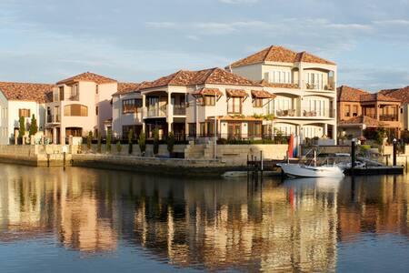 Joie de Vivre - Luxury Island Getaway Port Bouvard