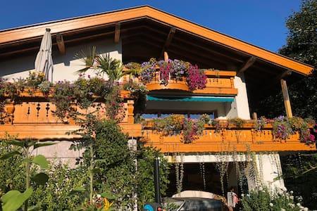 Traumhafte Lage, bezaubernde Dachgeschosswohnung