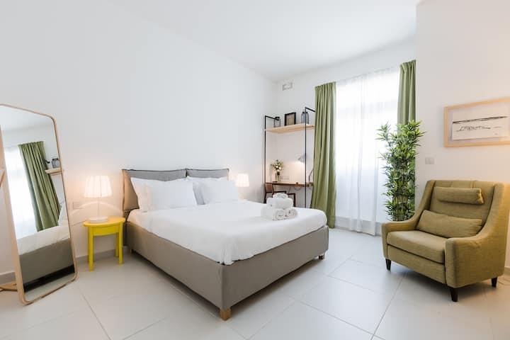 Luxury Suite City View_Two Pillows Boutique Hostel