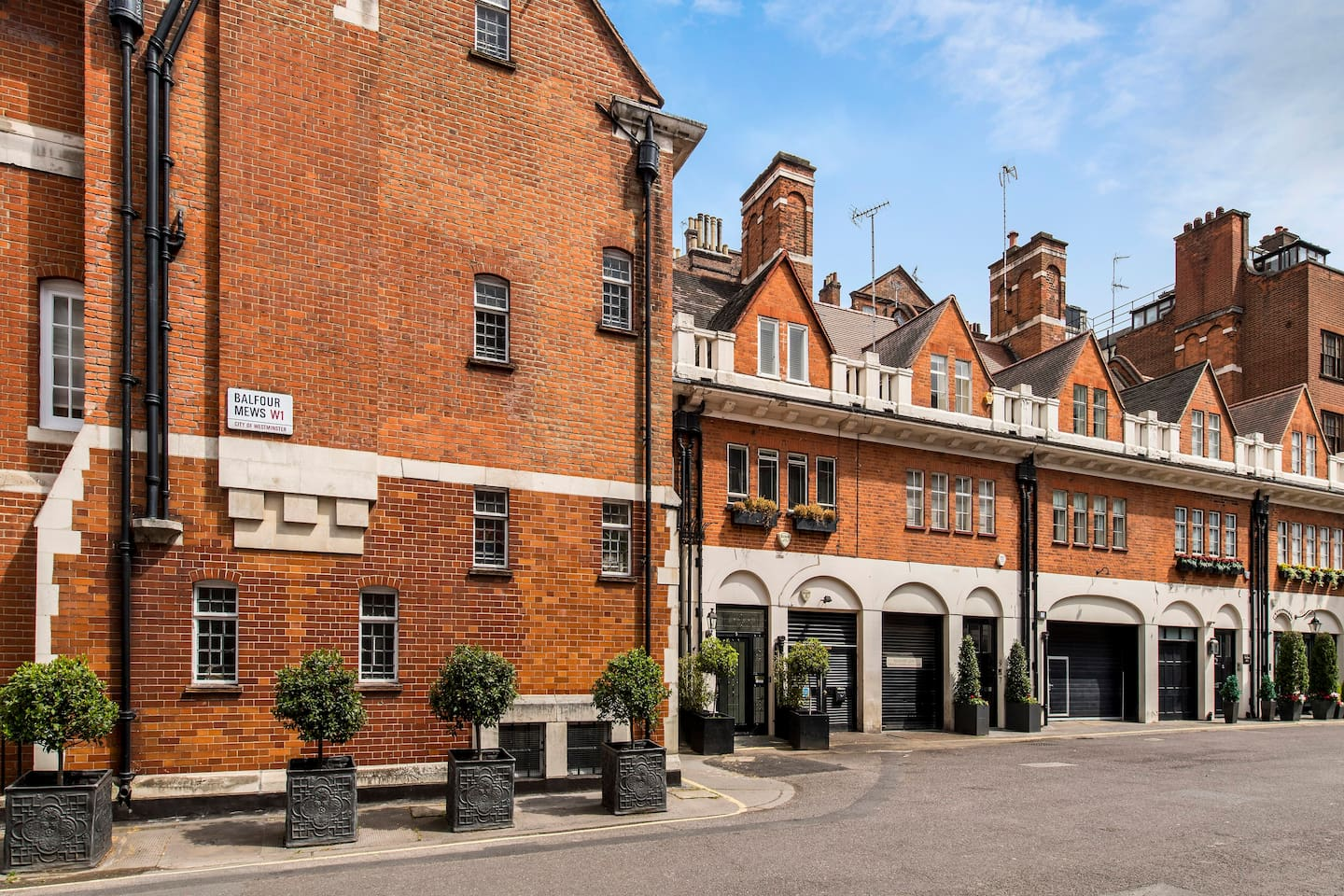 Mews in the heart of Old Mayfair Village