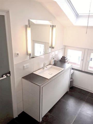 Modernes Badezimmer/ Modern bathroom