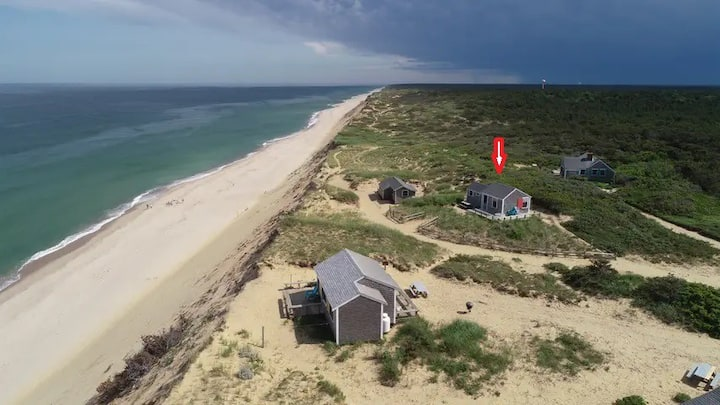Cottage overlooking the ocean in Wellfleet