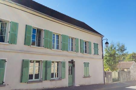 Maison familiale avec jardin  à 80km de Paris