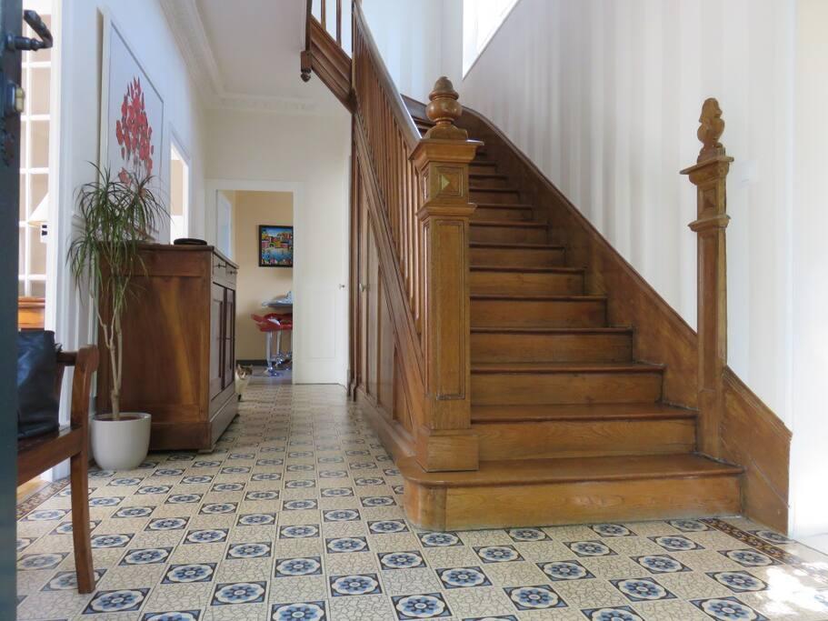 Le hall avec l'escalier