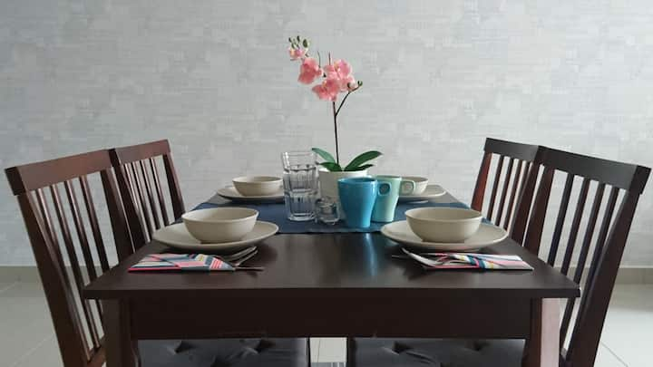 Puchong LakeView2BR AircWIFIPARKING 35mins Airport