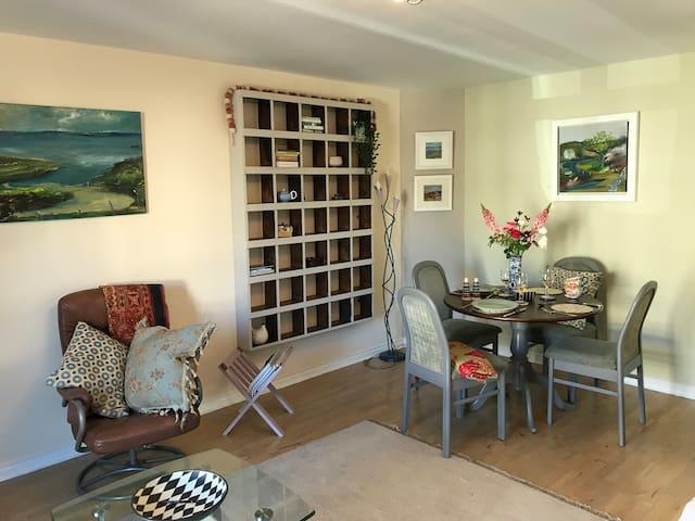 'Sea Breeze' luxury two bedroom apartment