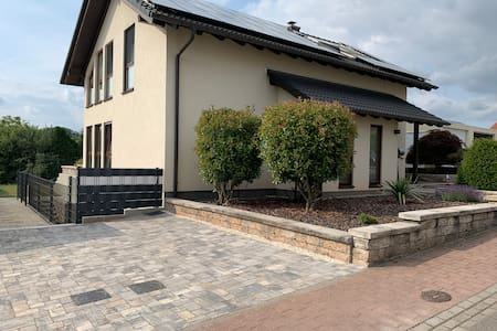 Neu renovierte Ferienwohnung in ruhiger Lage