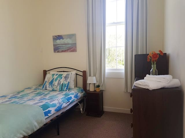 Nice Tom's Room - Sarjeant House Wanganui