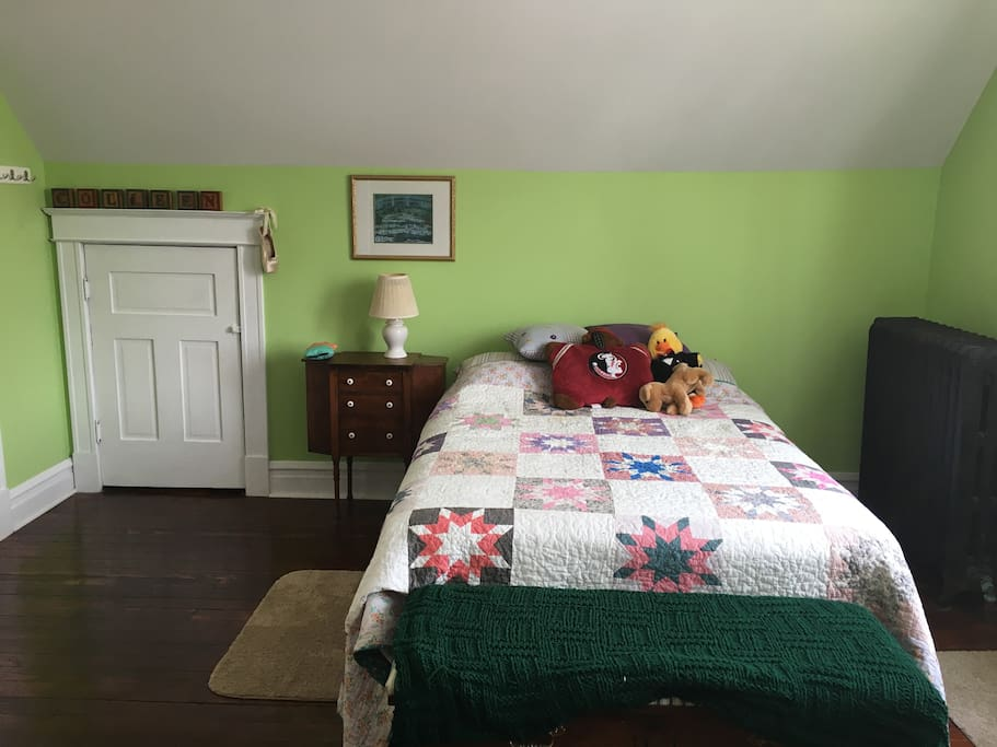 East Bedroom In Reservoir Square Houses For Rent In Saint Louis Missouri