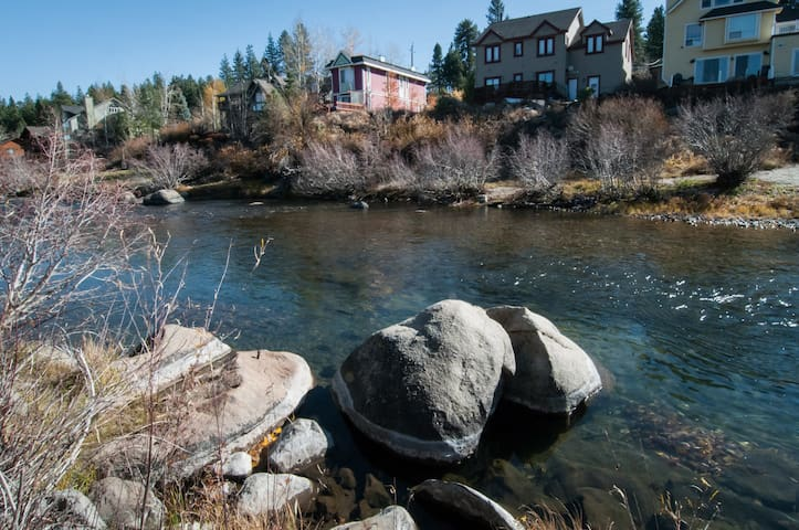Rustic Downtown Duplex on Truckee River