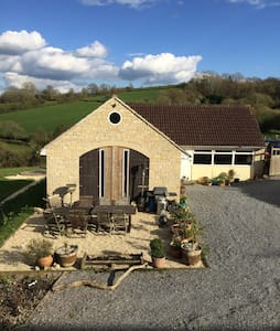 Peaceful & Private Converted Barn - Glastonbury