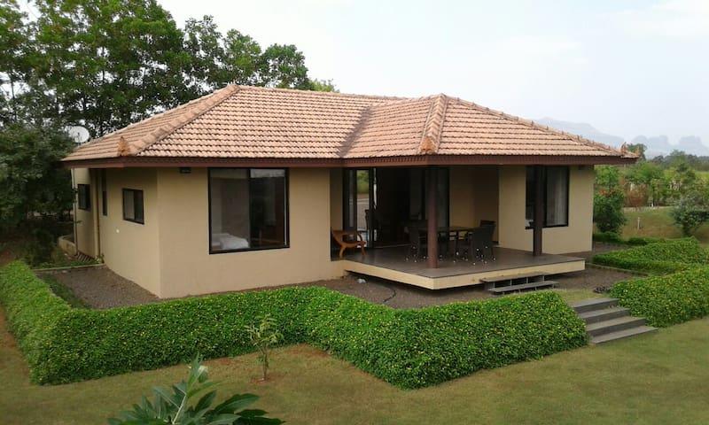 Heritage styled villa at lake vaitarna,Igatpuri - Igatpuri - Villa