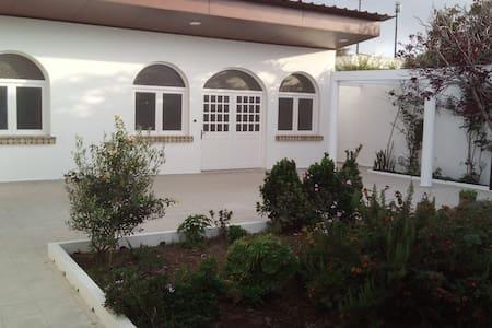 Magnifique bungalow beldi à 60 m de plage (50 m²)