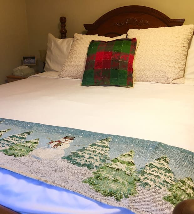 Feel home away from home in this cozy and comfy queen bed