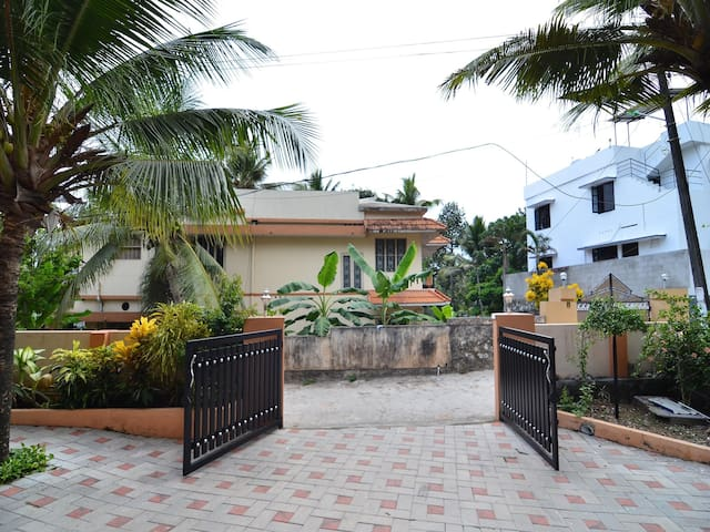 OYO - Best Offer! Spacious 1BR Homestay in Trivandum
