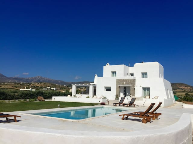 Villa Aria with private pool next to Naoussa