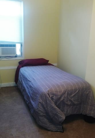 Shared Room near Johns Hopkins.  City Center - Baltimore - Hus