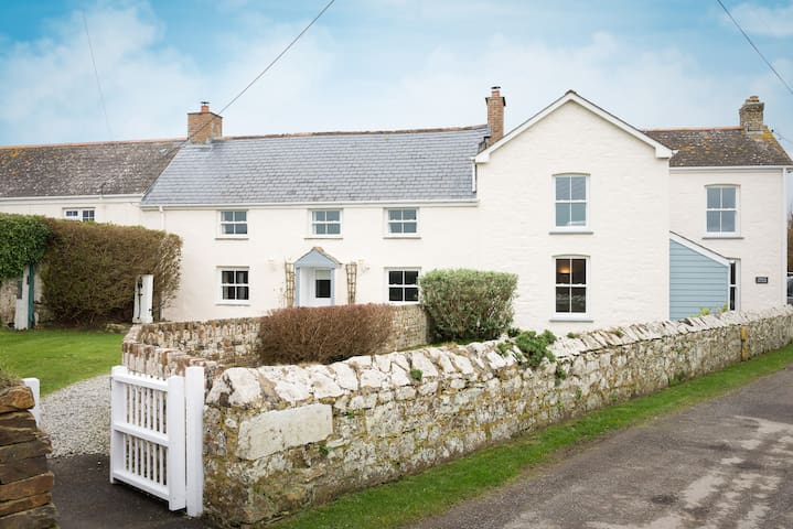 Cornish Cottage with Extraordinary Facilities